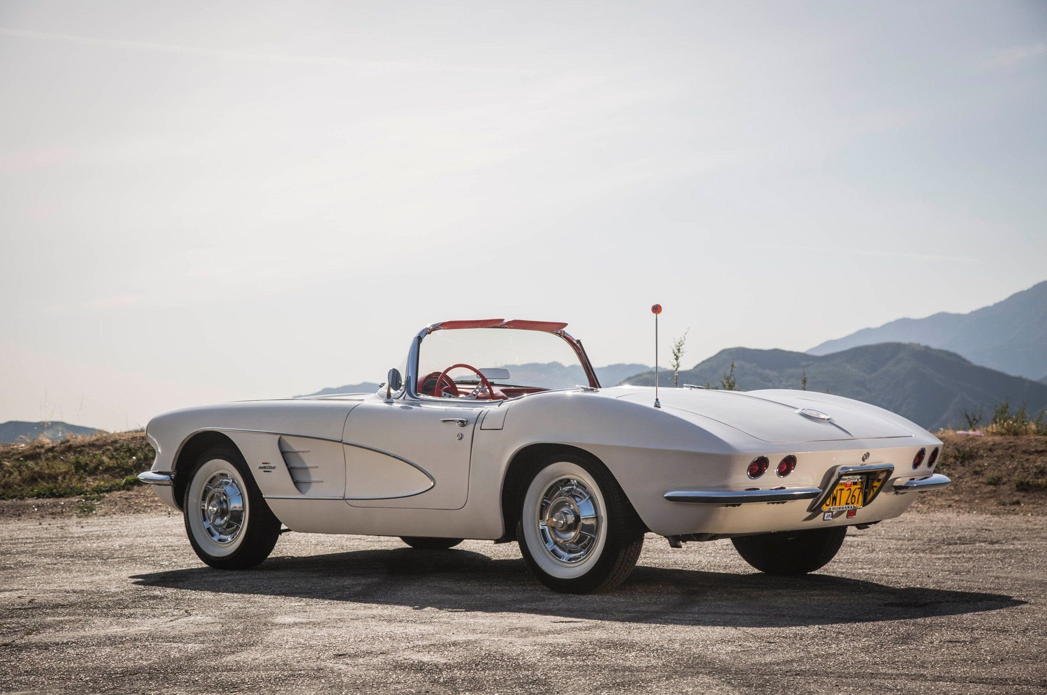 1961_Corvette_chevy_chevrolet_convertible_white__c1__cars_2048x1360.jpg